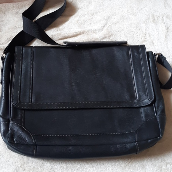 Wilsons Leather Other - Wilsons Leather tablet bag